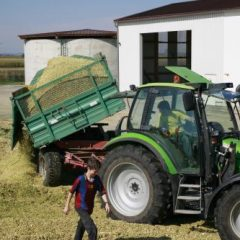 wpid-4459-4459-The_biogas_powered_tractor_of_the_future_rzrU4g.jpg